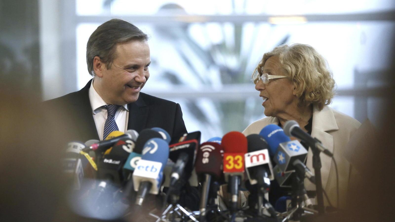 asi-hemos-contado-en-directo-las-investiduras-en-los-ayuntamientos-espanoles-carmena-y-colau-alcaldesas-de-madrid-y-barcelona