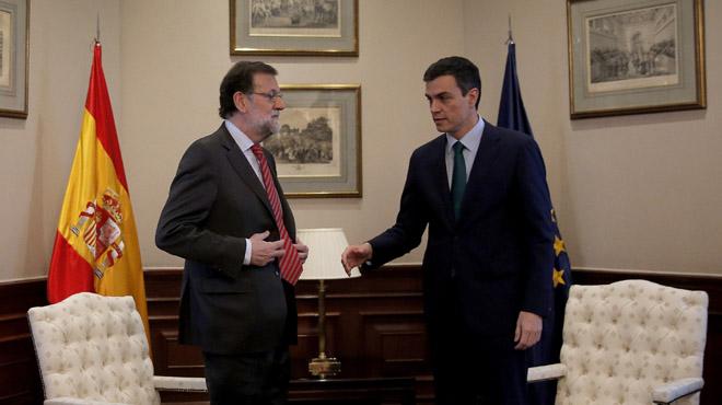 MADRID. 12.02.2016. Pedro Sánchez, PSOE, y Mariano Rajoy, PP, durante la reunión que han mantenido en el Congreso de los Diputados. FOTO: JOSÉ LUIS ROCA